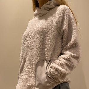 Woman's nike fuzzy pull over